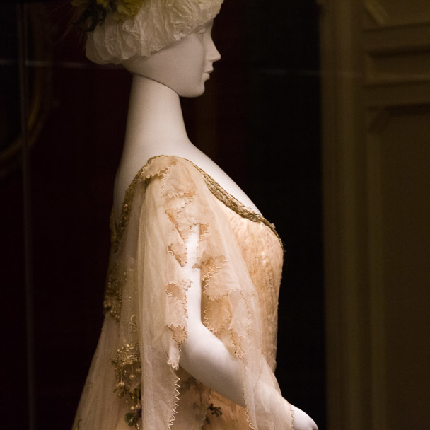 _lost_in_florence_costume_gallery_1
