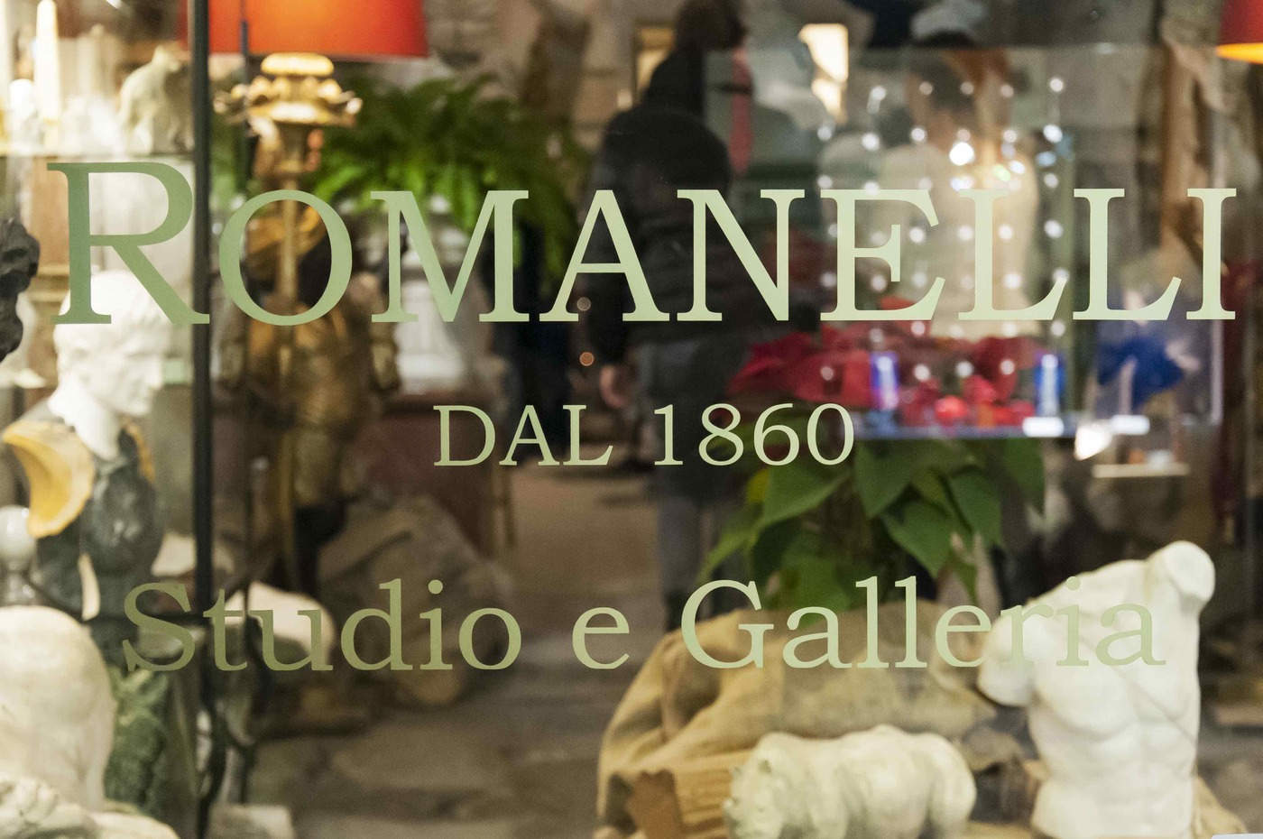 Lost_in_florence_galleria_romanelli_05